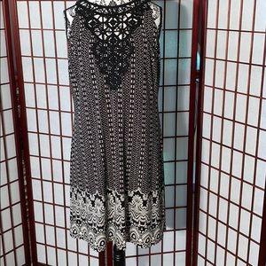 WHBM black and white sleeveless dress